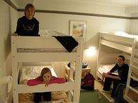 Peurunkamäen huone neljälle, budget-taso
